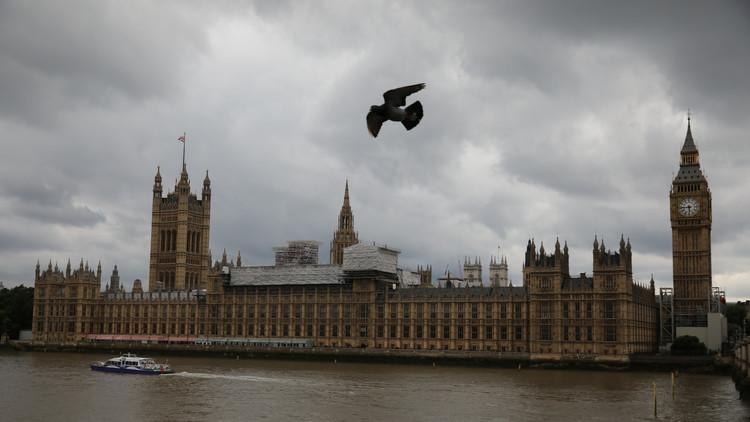 نائب بريطاني يدعو لتناول المخدرات داخل البرلمان