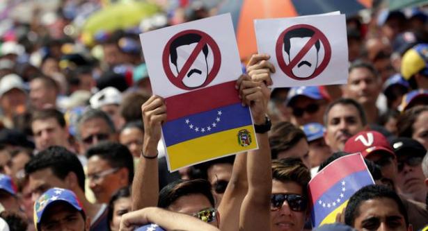 بدء التصويت في استفتاء المعارضة الفنزويلية ضد الرئيس مادورو