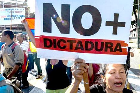 الناخبون يدلون بأصواتهم في الإنتخابات الرئاسية الفنزويلية