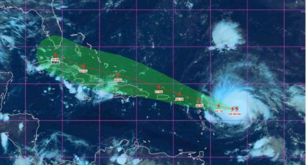 الإعصار إيرما يضرب فلوريدا وحالة طوارئ بالمكان