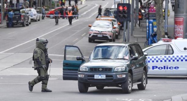 اعتقال شخص حاول دهس أشخاص بسيارته بأستراليا