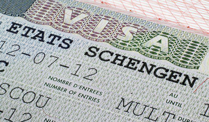 فرنسا تشدد في إجراءات تأشيرتها داخل دول بينها المغرب