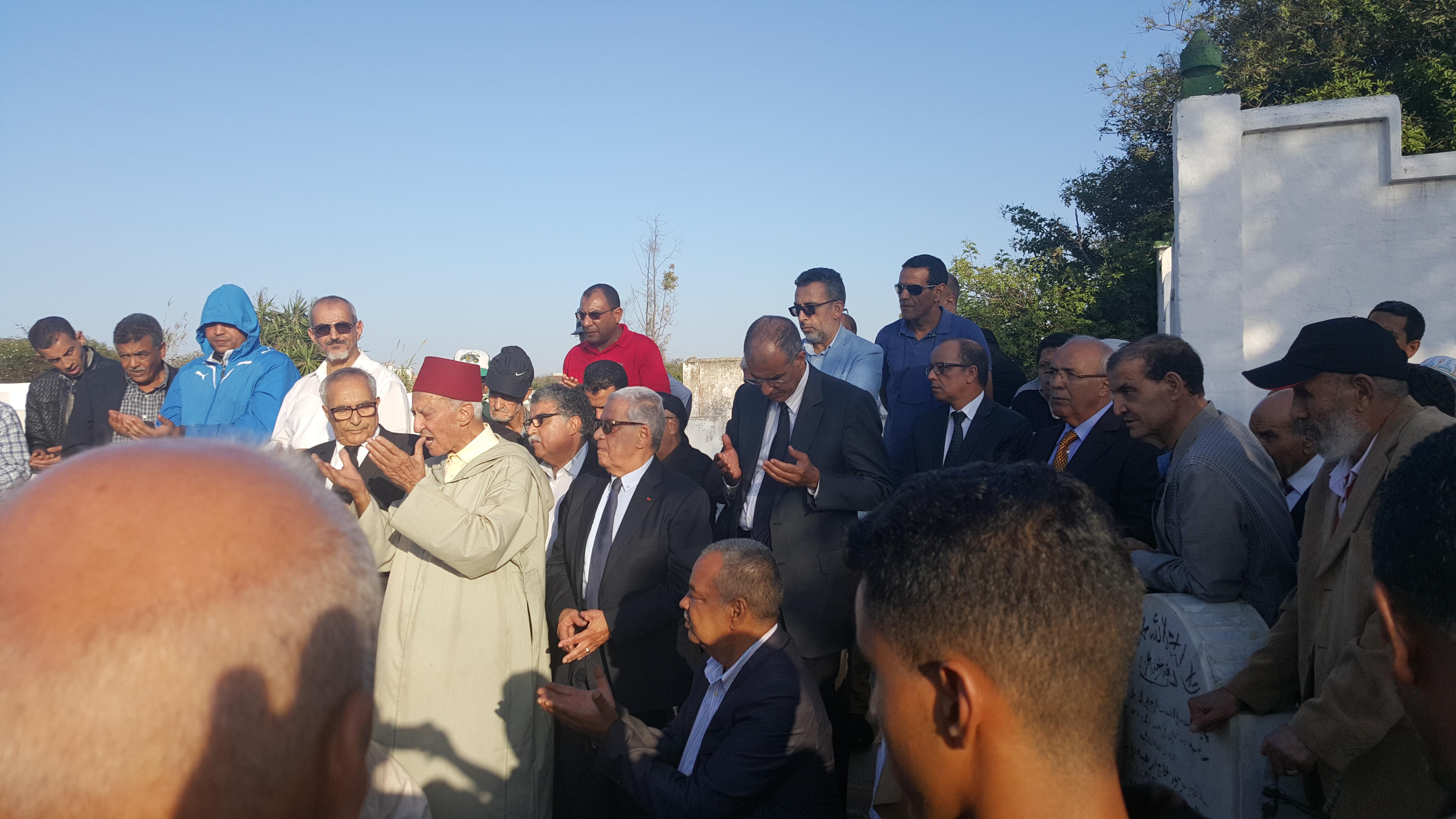 """تشييع جثمان الراحل """"سعيد بونعيلات"""" بمقبرة الشهداء بالبيضاء بحضور ابن كيران واليازغي"""