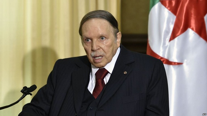 غليان في الجزائر بعد الاحتفال بعيد الاستقلال مع صورة للرئيس بدلا عنه + فيديو