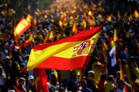 معارضو الانفصال يتظاهرون في برشلونة ضد استقلال الإقليم