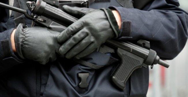 قتيلان وجريح بعد هجوم بسكين في تراب ضاحية باريس
