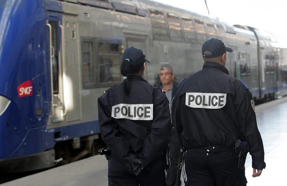 مقتل أشخاص بعد هجوم رجل بسكين قبل إطلاق النار عليه بفرنسا