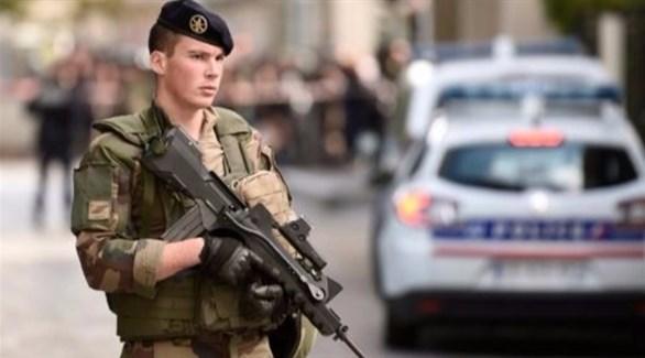 العثور على مواد قابلة للتفجير عن بعد تحت شاحنات في باريس