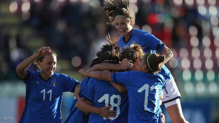 بعد فشل الرجال… نساء إيطاليا قريبات من المونديال