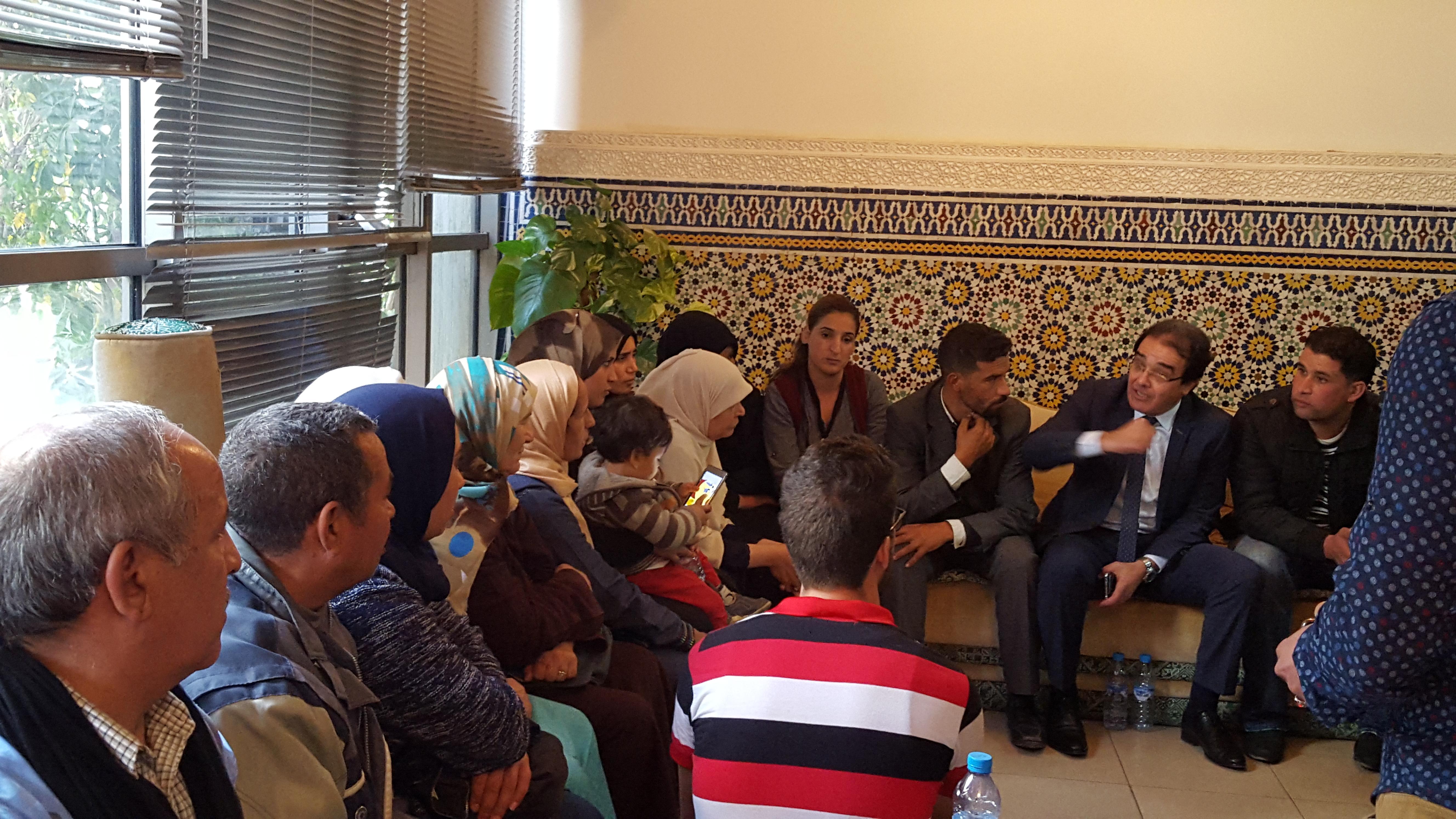بنعتيق يطمأن عائلات محتجزي ليبيا ويعدهم بحل في القريب