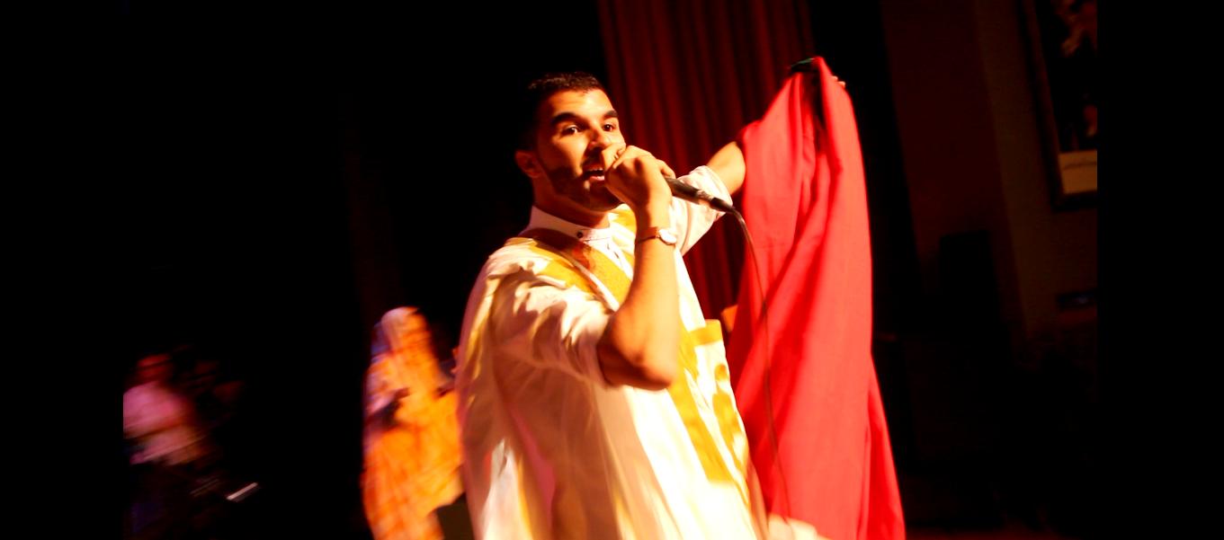 شمس الدين الأصيل يغني للمسيرة الخضراء في حفل خاص بالأطفال