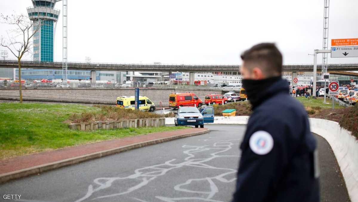 سوري ينجح في التسلل إلى مدرج بمطار أورلي بباريس ويخلق استنفارا أمنيا