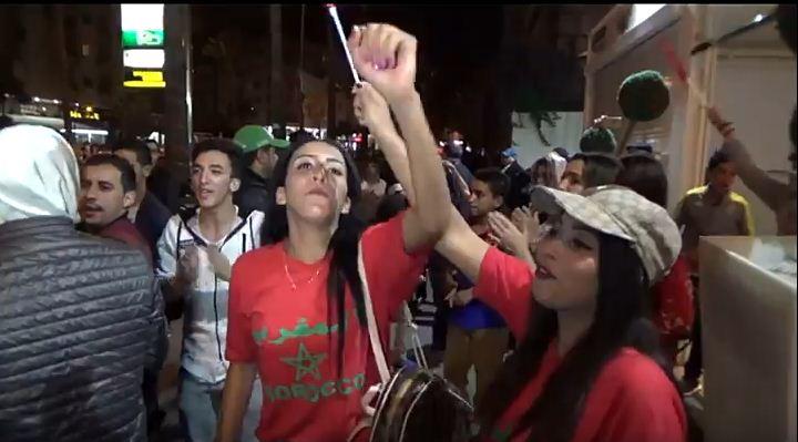 بالفيديو… المغاربة يرقصون ويغنون بعد تأهل المنتخب المغربي لروسيا 2018