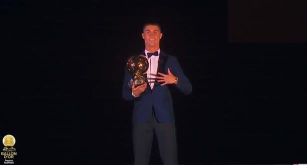 رونالدو يفوز بالكرة الذهبية لأفضل لاعب في العالم عن سنة 2017