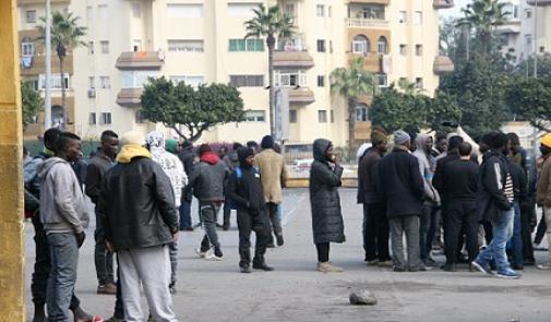 مشاورات لإيواء حوالي 800 مهاجر إفريقي يبيتون قرب محطة أولاد زيان بالبيضاء