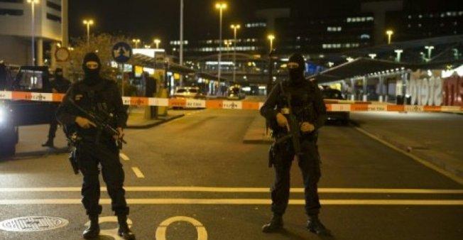 الشرطة الهولندية تطلق النار على رجل يحمل سكينا في مطار شيبول أمستردام