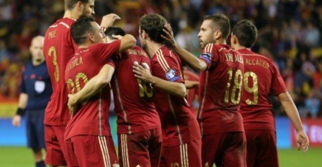 الفيفا تحذر إسبانيا من مغبة التدخل السياسي بكرة القدم