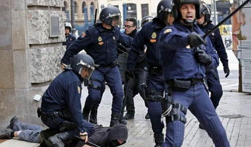 الشرطة الإسبانية تطلق النار على رجل حاول الهجوم على عناصرها بسكين