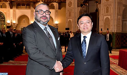 """الشراكة المغربية – الصينية… الملك يستقبل بالدار البيضاء رئيس المجموعة الصينية """"بي. واي. دي أوطو إنداستري"""""""