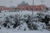 بالصور… الثلوج تكسو مدنا مغربية تتميز بمناخ جاف