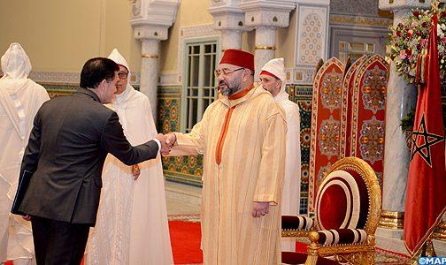 الملك يستقبل بالدار البيضاء عددا من السفراء الأجانب الذين قدموا لجلالته أوراق اعتمادهم