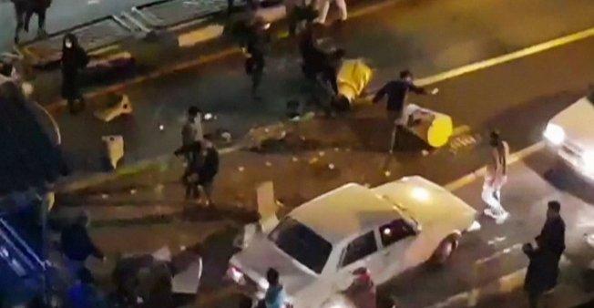 9 قتلى في مظاهرات ليلية بإيران وعدد المعتقلين يبلغ 450