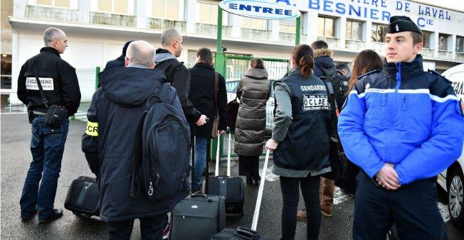 الشرطة الفرنسية تفتش مقار شركة بعد فضيحة الحليب الملوث