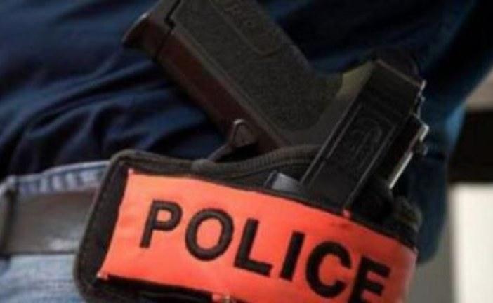 اعتقال 8 أشخاص أحدهم انتحل صفة شرطي متهمين بالاتجار غير المشروع في صواعقة كهربائية