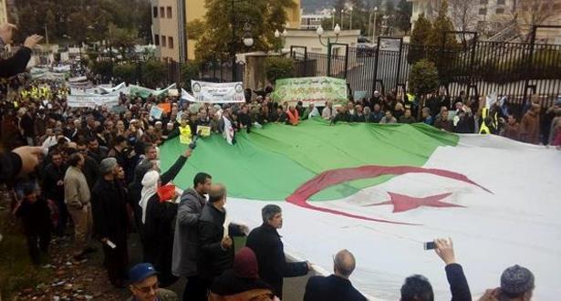 بنسعيد  أيت إيدر وأسماء جزائرية وازنة تقود مبادرة للتضامن مع حراك بلد المليون شهيد