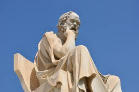 """وزارة التربية الوطنية تخرج ببلاغ حول """"إلغاء"""" مادة الفلسفة من المناهج الدراسية"""