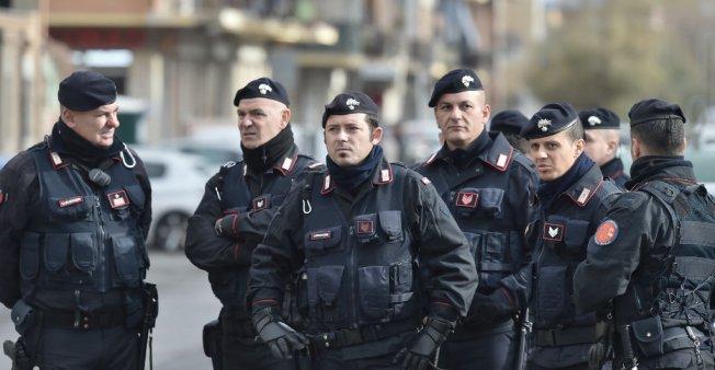 توقيف مشتبه به في إطلاق نار استهدف مهاجرين بإيطاليا