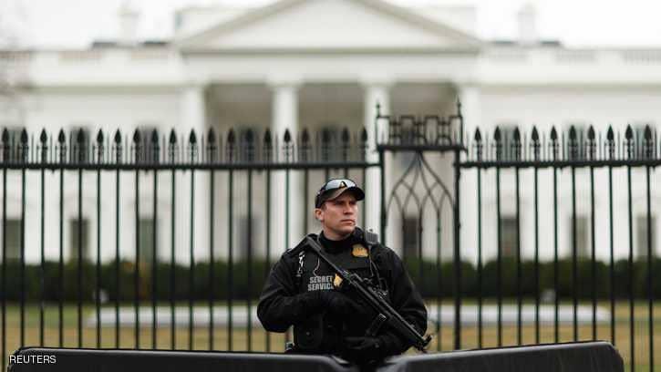 رجل يطلق النار على نفسه على مقربة من البيت الأبيض