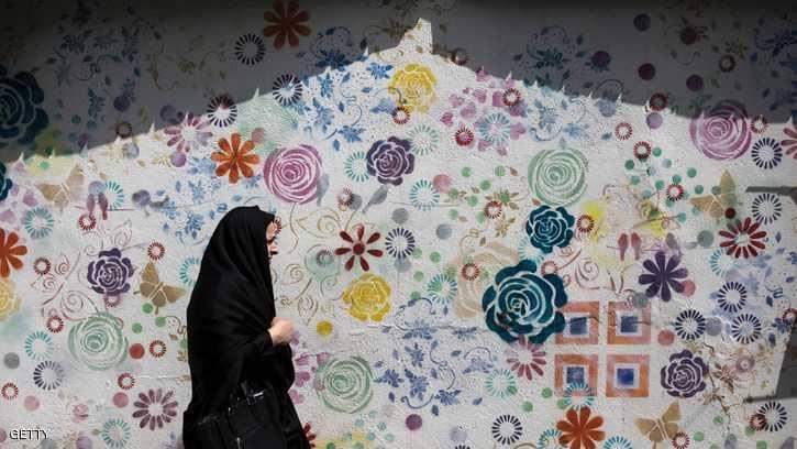 """إيران.. السجن النافذ لسيدة """"نزعت حجابها"""""""