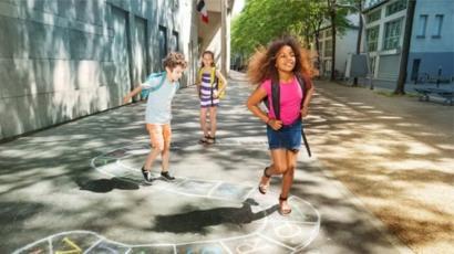 فرنسا تخفض سن التعليم الإجباري من 6 سنوات إلى 3
