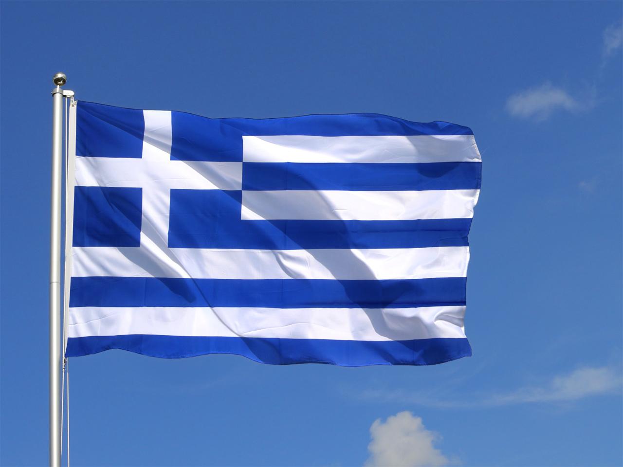 """اليونان توقف الدوري بسبب """"الرئيس المسلح"""""""