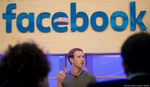 مؤسس فيسبوك يعتذر في الصحف عن تسريب بيانات للمستخدمين
