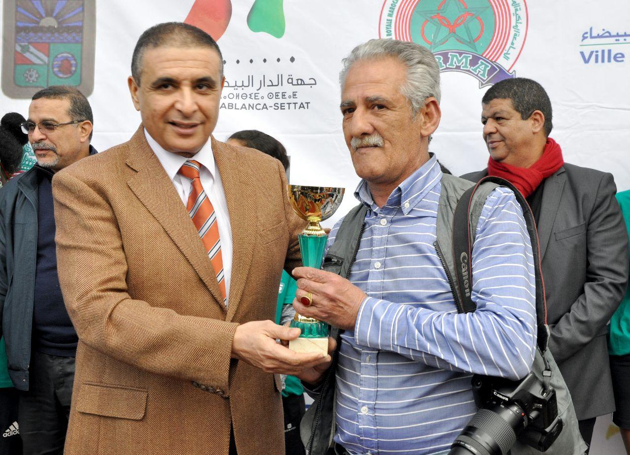 تكريم أحد قيدومي مصوري الصحافة الرياضية بالمغرب