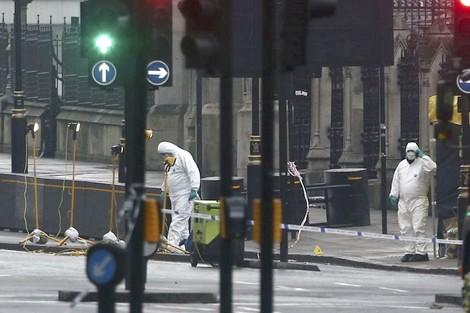 الشرطة البريطانية تفحص طردا مشكوكا فيه داخل البرلمان