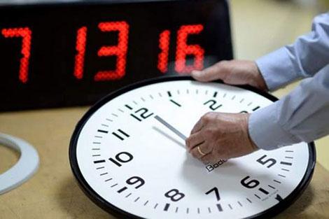 هذا موعد إضافة الساعة القانونية