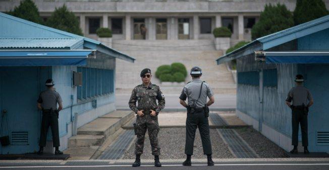 فتح خط اتصال ساخن بين زعيمي الكوريتين أسبوعا من القمة التاريخية