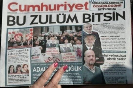 """أحكام بالسجن على 14 صحافيا في جريدة """"جمهورييت"""" التركية"""