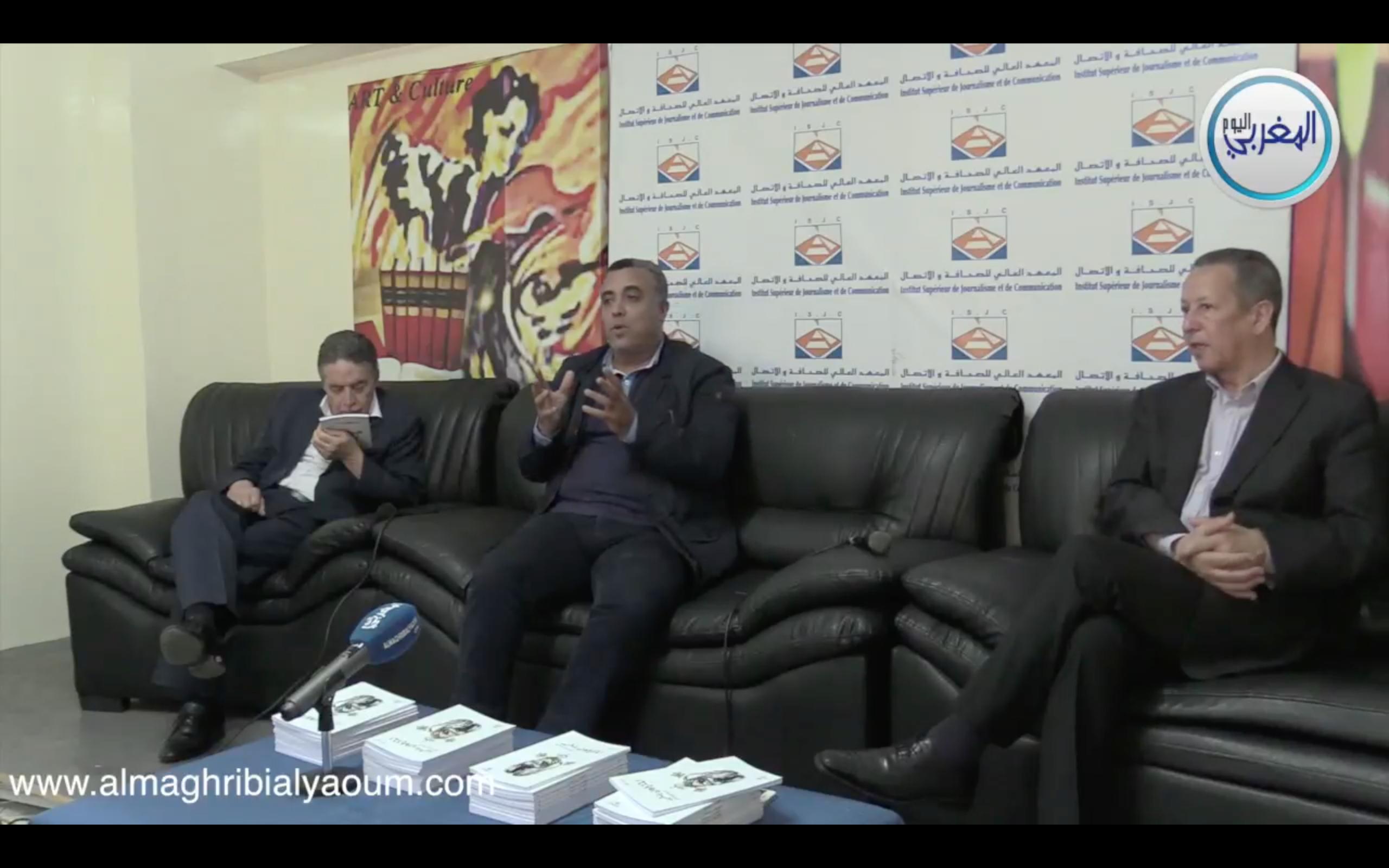"""بالفيديو… الزميل أحمد علوة يقرب كتابه """"الميكروفون يتحرر"""" من الصحافيين الشباب"""