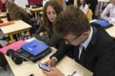 بريطانيا على غرار فرنسا تقرر حظر الهواتف بالمدارس
