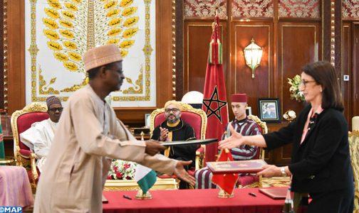 الملك والرئيس النيجيري يترأسان حفل التوقيع على ثلاث اتفاقيات للتعاون الثنائي