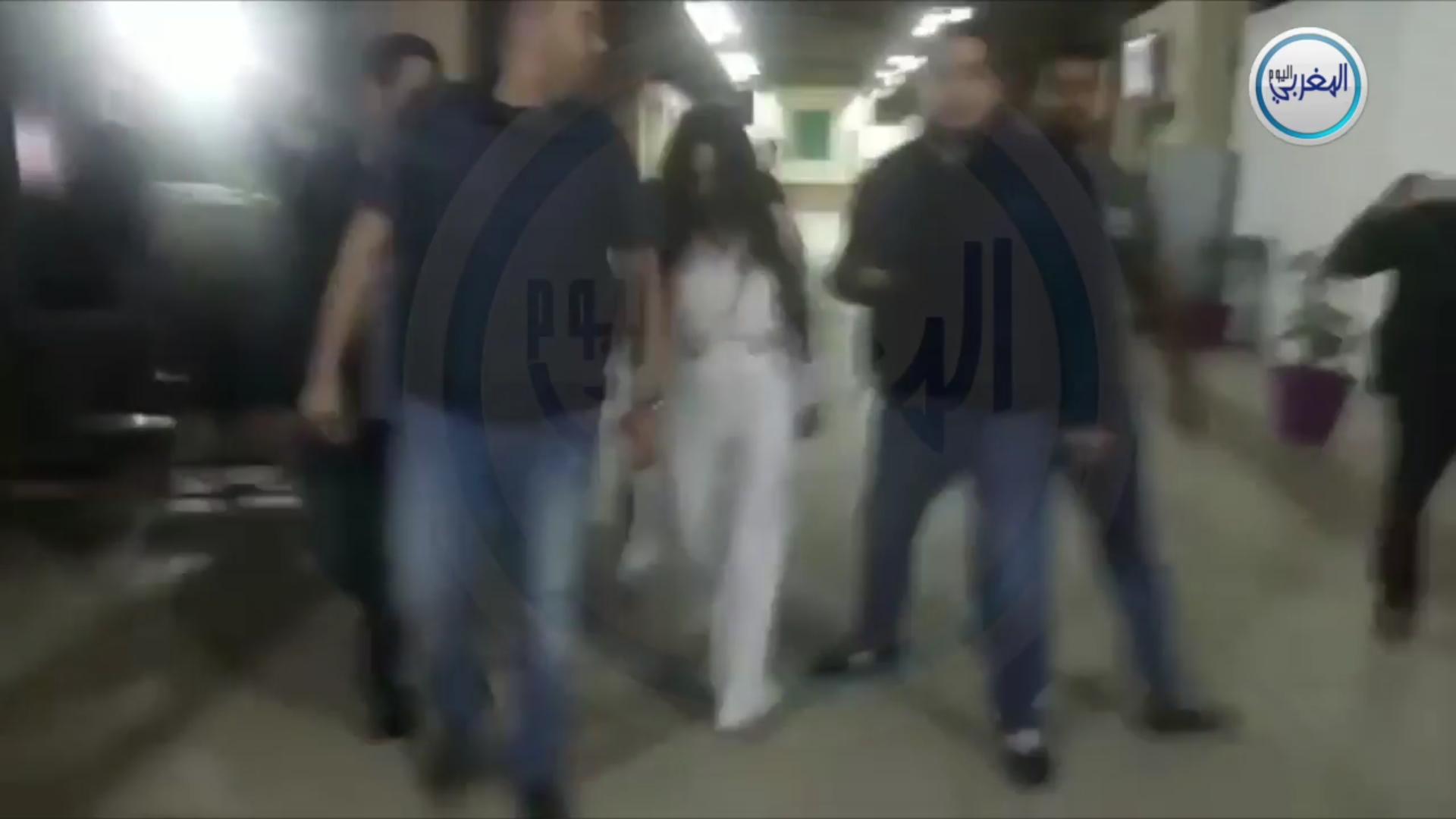 بالفيديو… لحظة وصول حنان بكور للاستماع إليها وعرض الأشرطة الجنسية خلال محاكمة بوعشرين