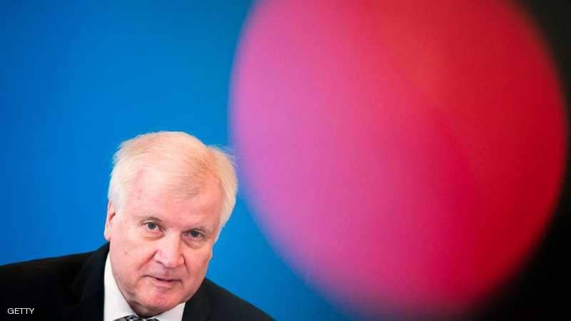 أزمة الهجرة تعصف بوزير الداخلية الألماني