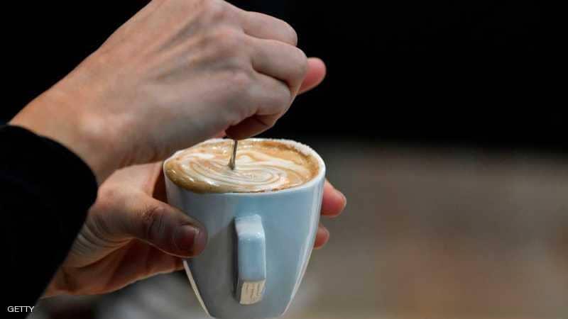 """قهوة سوداء أو بالحليب؟ خبراء الصحة يكشفون """"الأفضل"""""""