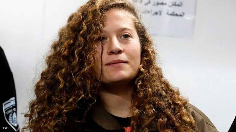 عهد التميمي تتنفس الحرية بعد أشهر من الاعتقال
