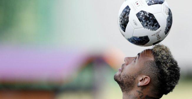 نيمار يؤكد مواصلته اللعب في صفوف باريس سان جرمان