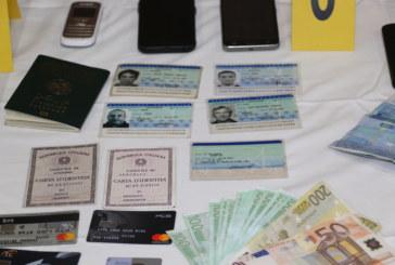 تفكيك عصابة متخصصة في تزوير وثائق السفر والإقامة واستعمالها في التهجير السري